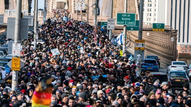 Anti Hate March Brooklyn Bridge Today Thousands March Across Brooklyn Bridge In Support Of Jewish Community Cbs News
