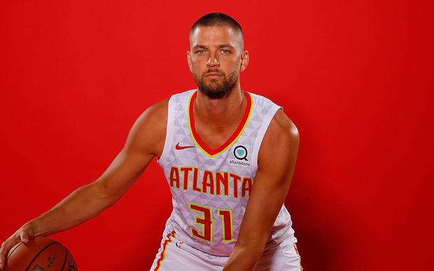 Hawk's Chandler Parsons suffers traumatic brain injury in crash with drunk driver, attorneys say
