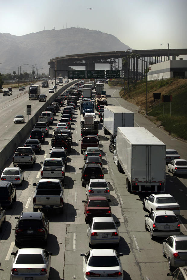 Riverside, May 30, 2006 – – – A massive traffic jam caused by an oil tanker involved traffic accide