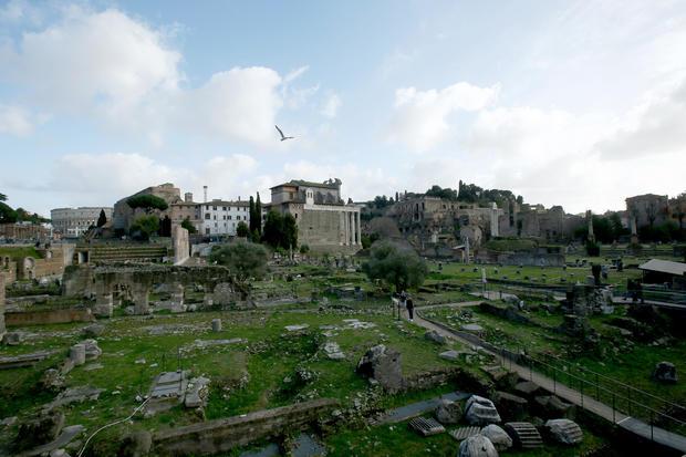 Coronavirus emergency - tourists in Rome
