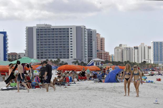 Coronavirus outbreak doesn't deter Florida beach-goers