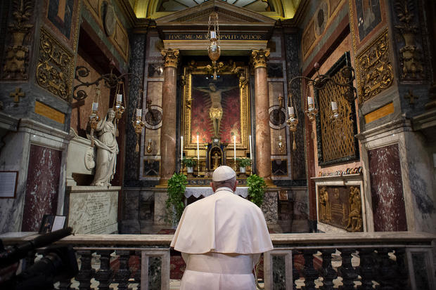 TOPSHOT-VATICAN-POPE-VIRUS-HEALTH