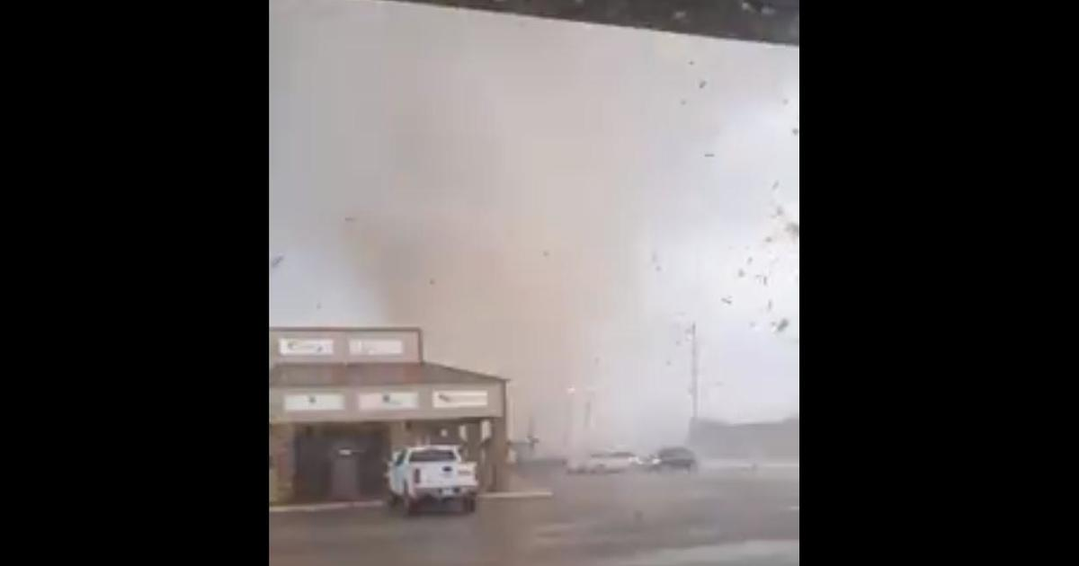 Tornado rips through Arkansas city, leaving at least 6 hurt