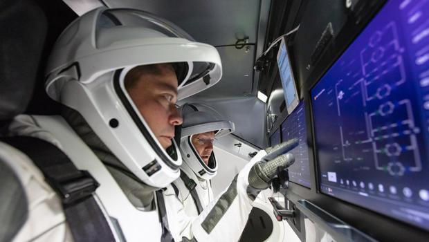 spacex-astronauts-nasa-620.jpg