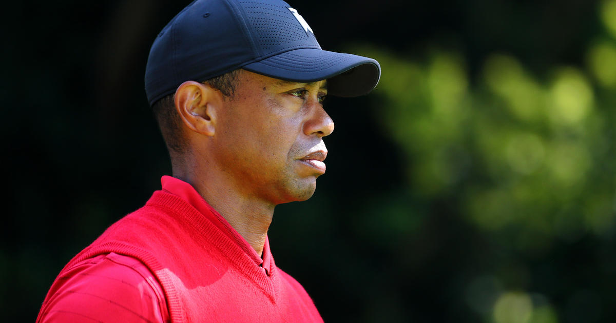 """Tiger Woods """"awake"""" and """"responsive"""" after surgery for injuries from rollover crash – CBS News"""