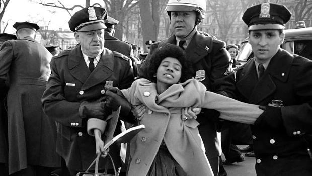 arresting-african-american-demonstrator-620.jpg