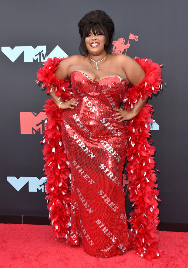 Lizzo: Red carpet red-y