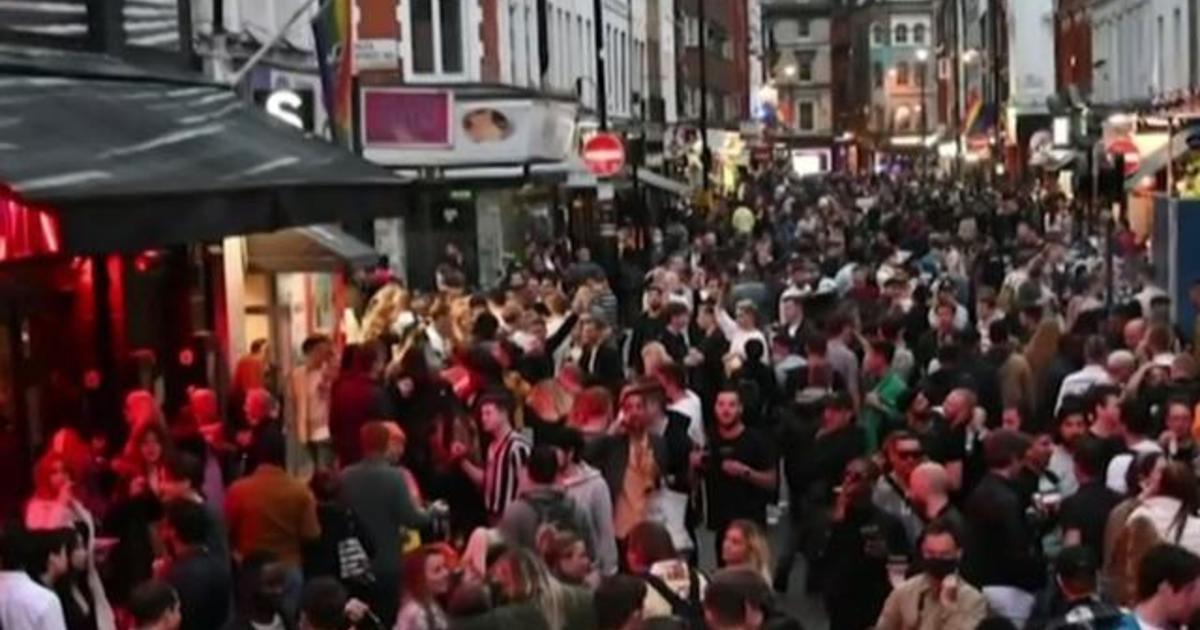 England is reopening bars and restaurants as the number of coronavirus cases falls in the country. But some are concerned about the crowds. CBS News f