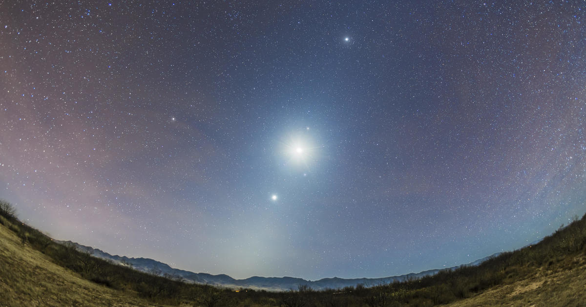 How to spot 5 planets and the crescent moon without a telescope this weekend