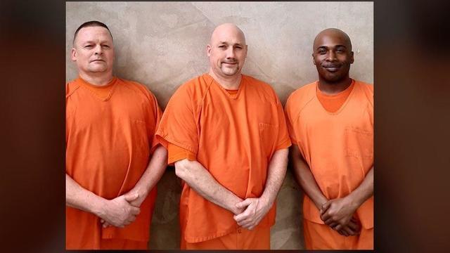 gwinnett-county-sheriffs-office-inmates-help-deputy.jpg