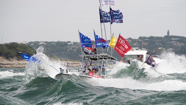trump-boat-parade-2-austin-2020-09-05.jpg