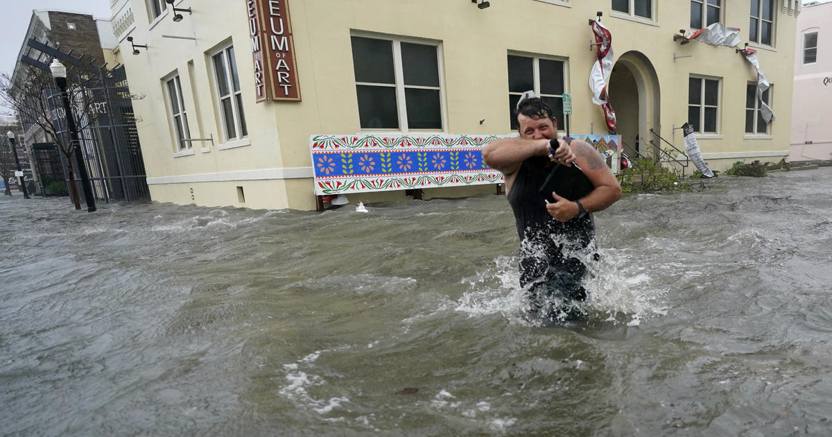"Hurricane Sally unleashes ""catastrophic and life-threatening"" flooding along Gulf Coast thumbnail"
