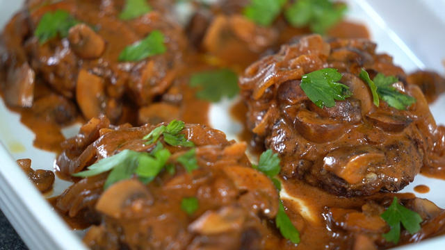 bobbyflaysalisburysteak-550086-640x360.jpg