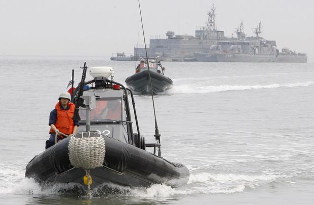 Members of the South Korean Navy take pa