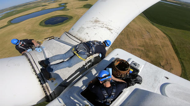 wind-turbine-workers.jpg