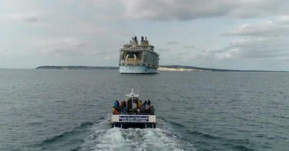 """Empty cruise liner """"ghost ships"""" attract tourists during pandemic"""