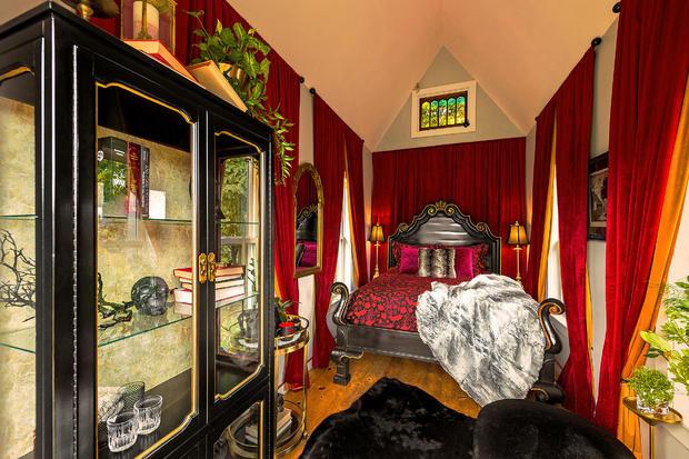 04-airbnb-hell-interior.jpg