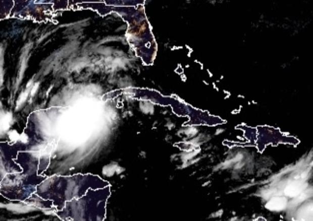 hurricane-delta-closing-in-on-yucatan-early-100720.jpg