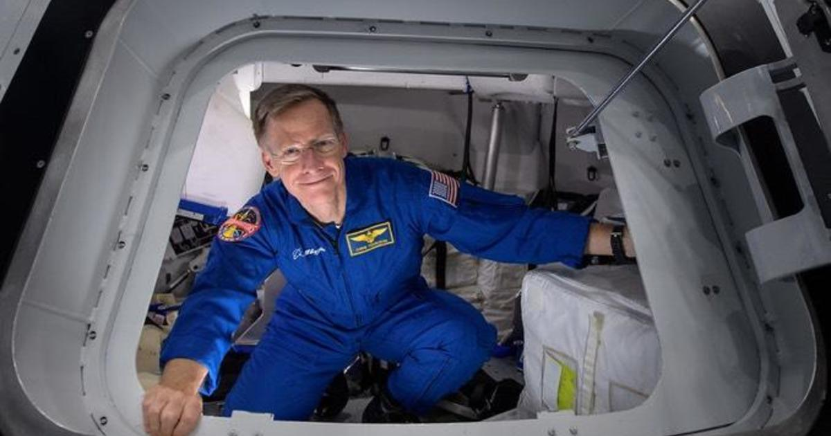 Veteran astronaut steps down from long-delayed Boeing commercial crew test flight – CBS News