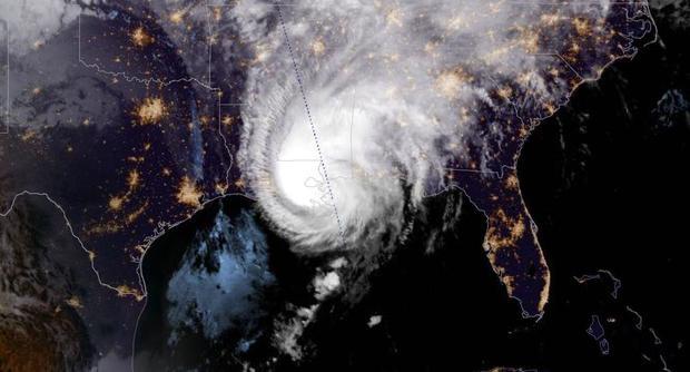 hurricane-zeta-night-2020-10-28.jpg