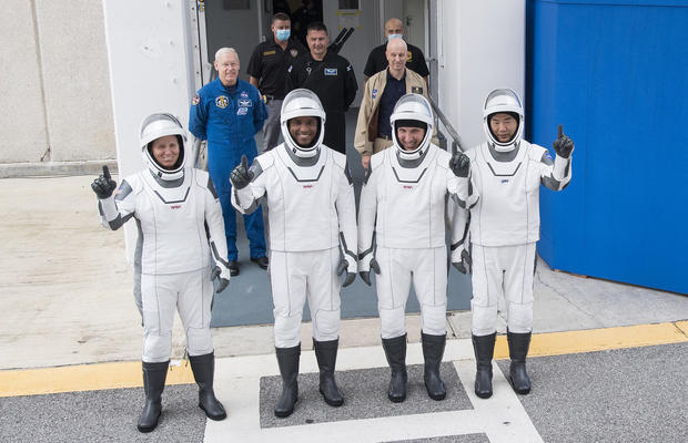spacex-crew-dragon-astronauts.jpg