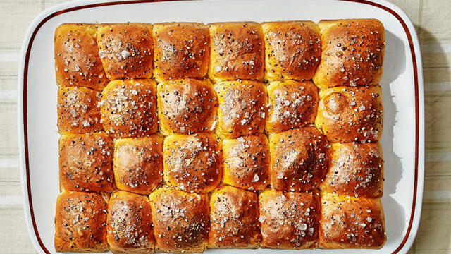 pull-apart-sour-cream-and-chive-rolls-bon-appetit-660.jpg