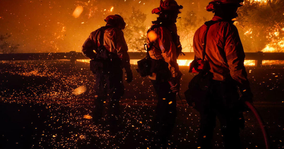 Thousands flee homes as Bond Fire spreads through Southern California