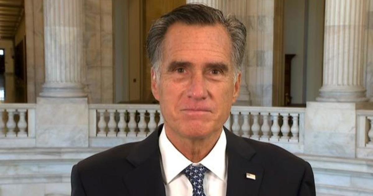 "Donald Trump fans chant ""traitor"" at Mitt Romney on flight from Salt Lake City to Washington D.C. – CBS News"