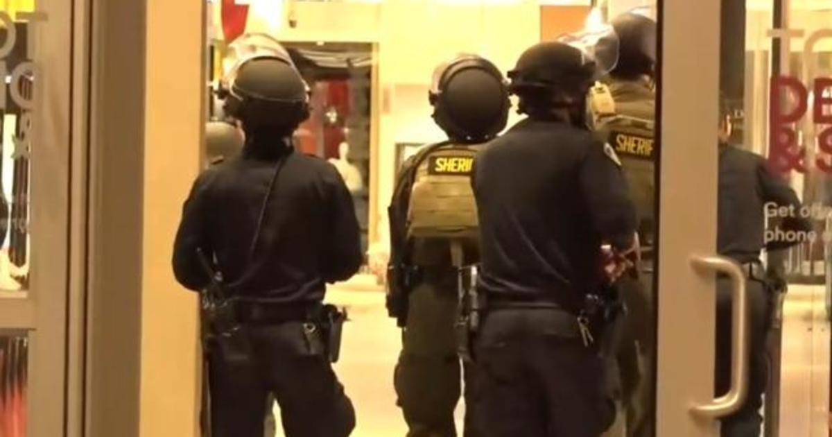 Shooting sparks chaos at San Francisco mall