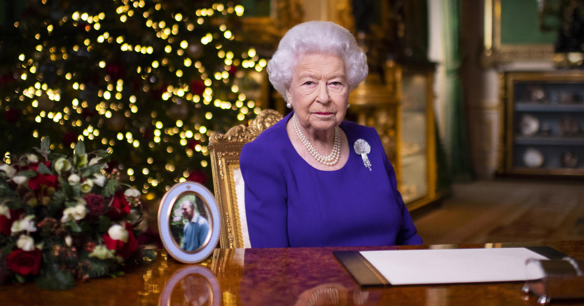 """Queen Elizabeth gives a reassuring Christmas message during a pandemic: """"Hope is at a new dawn"""""""