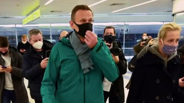 cbsn-fusion-russian-opposition-leader-alexei-navalny-detained-thumbnail-628686-640x360.jpg