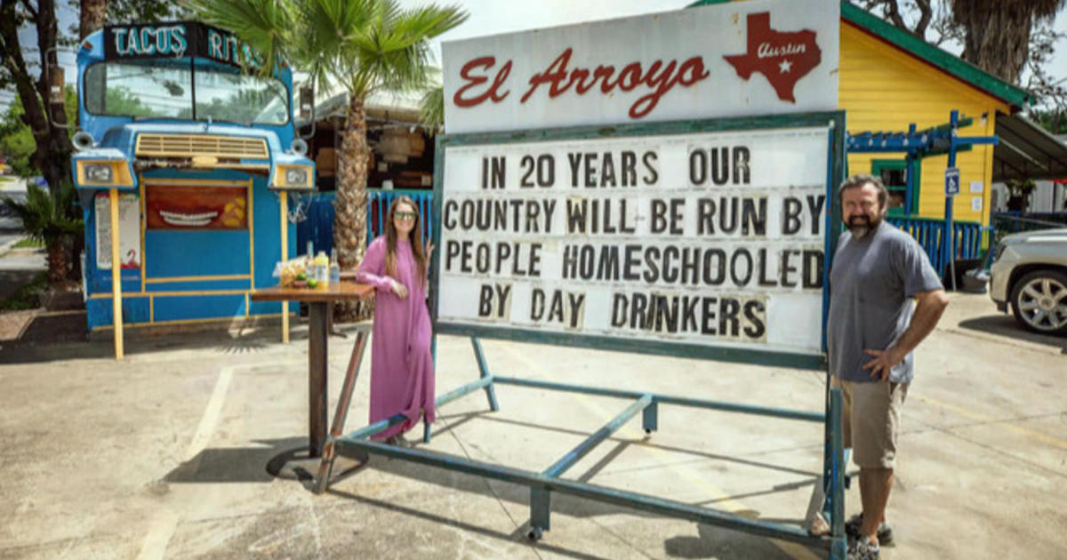 Texas restaurant draws fans with hilarious roadside messages