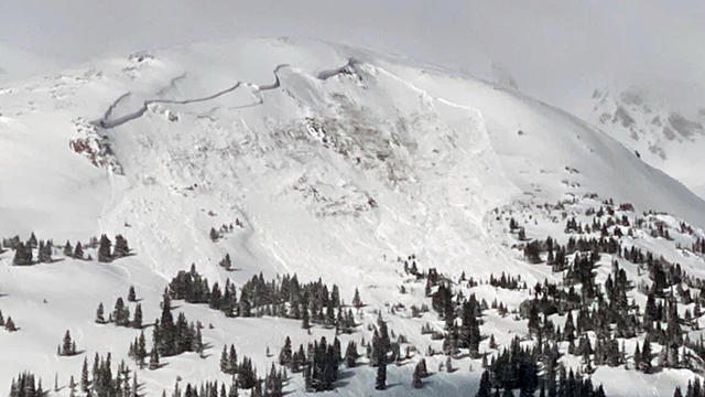 colorado-deadly-avalanche-one-killed-021421.jpg