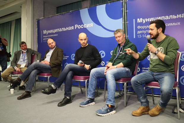 Raid and arrests at opposition forum in Moscow