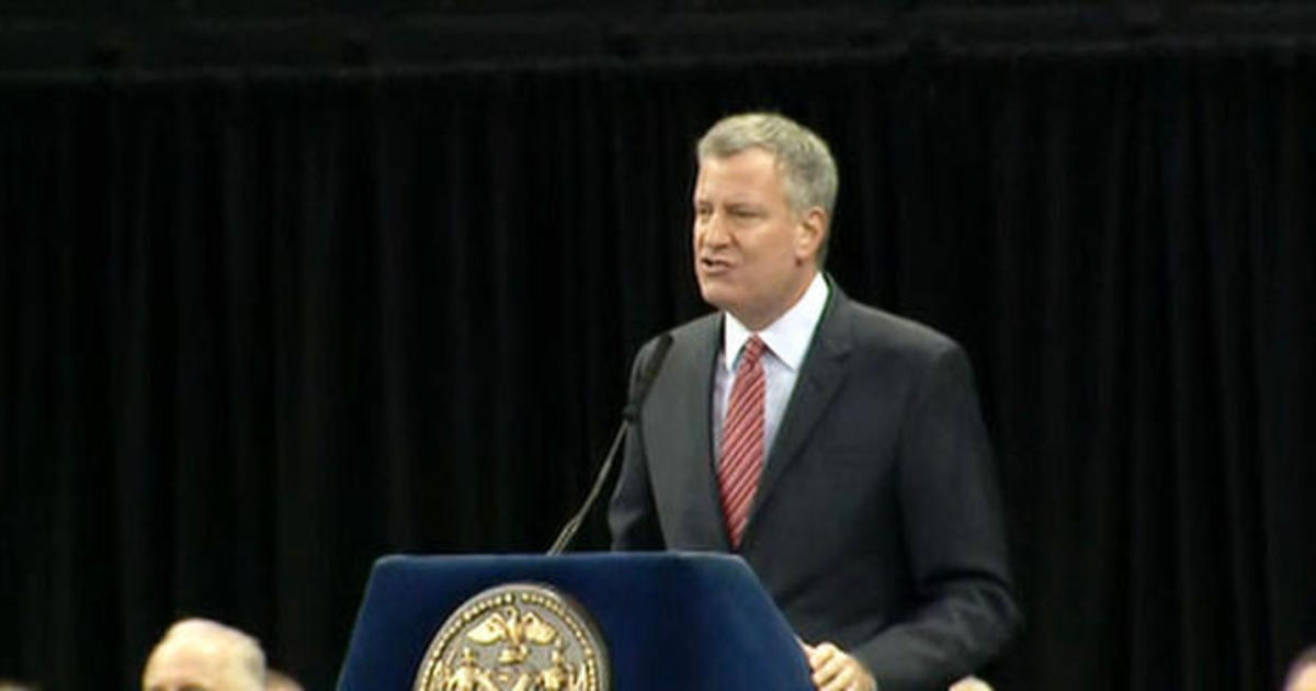 Police boo NYC mayor during academy commencement