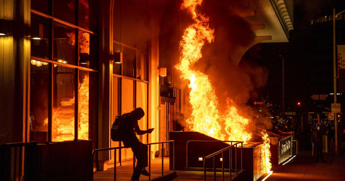 Oakland protest against police shootings turns violent
