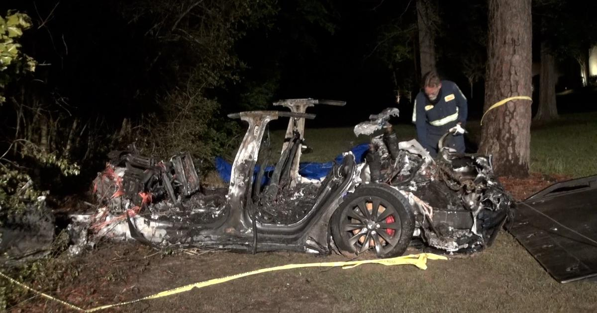 No one was driving Tesla before crash that killed 2, authorities say