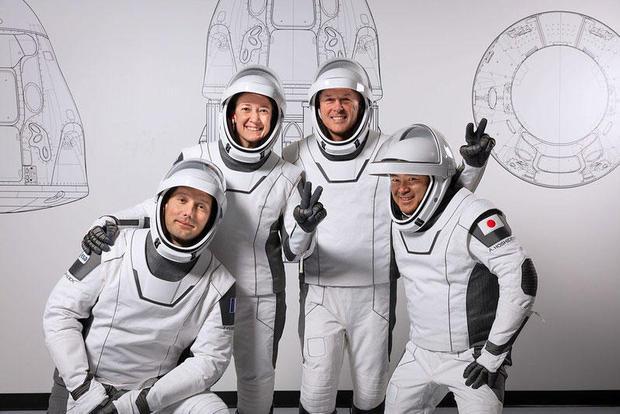 042021-crew-fun.jpg