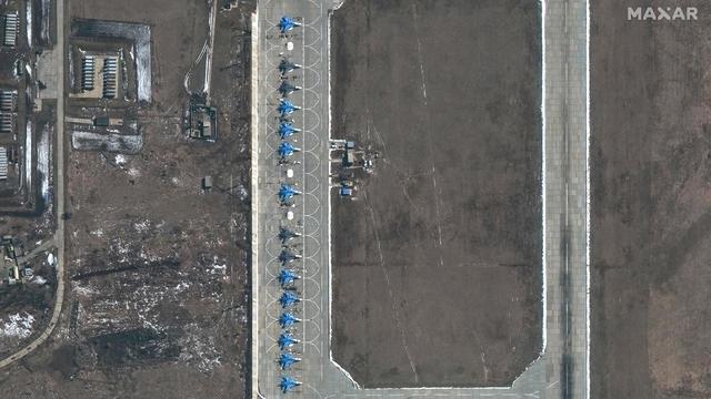 11-su34-aircraft-morozovsk-airbase-russia-27march2021.jpg