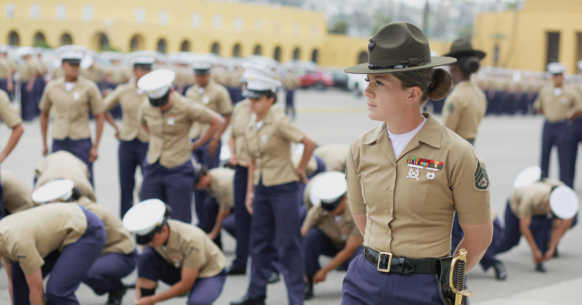 Female recruits make history at Marine training camp