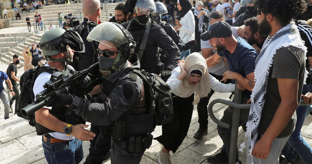 Hundreds of Palestinians wounded as religious tension boils over in Jerusalem