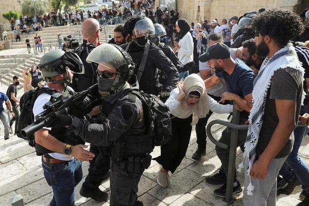 Violence flares at al-Aqsa mosque as Israel marks Jerusalem Day