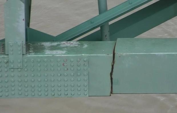 Major crack found in Interstate 40 bridge linking Arkansas and Tennessee