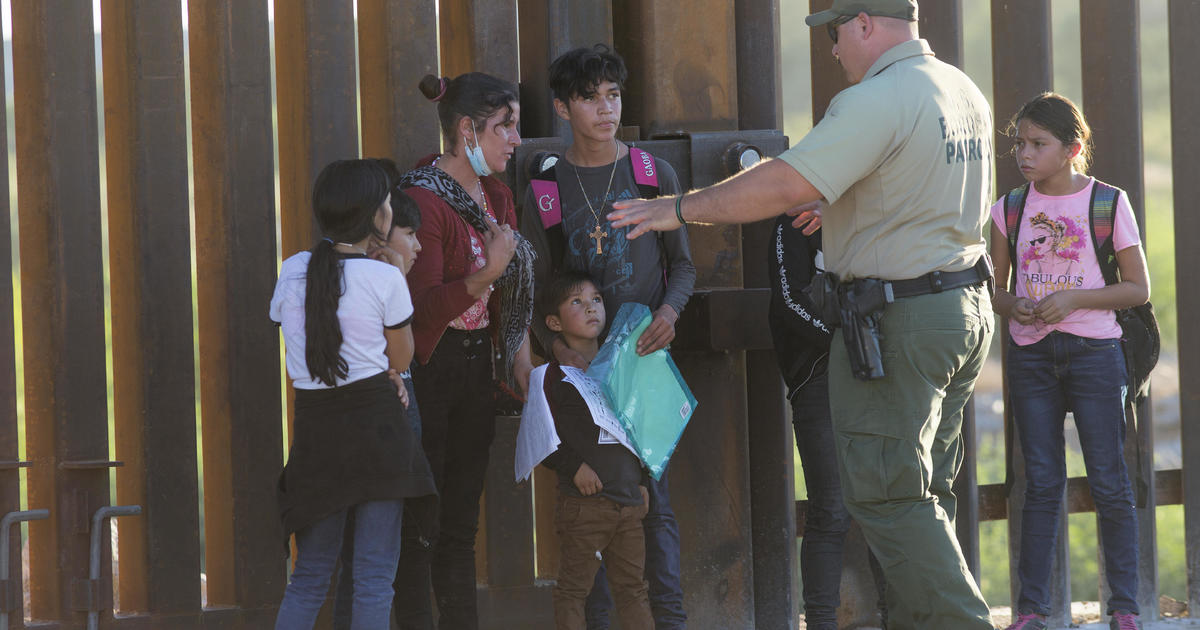 U.S. stops flying migrant families across southern border states amid pressure from advocates
