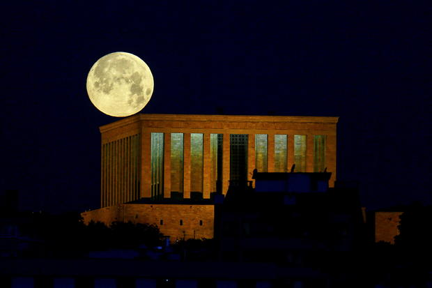 """The full moon, known as the """"Super Flower Moon"""", is seen over the Anitkabir in Ankara"""