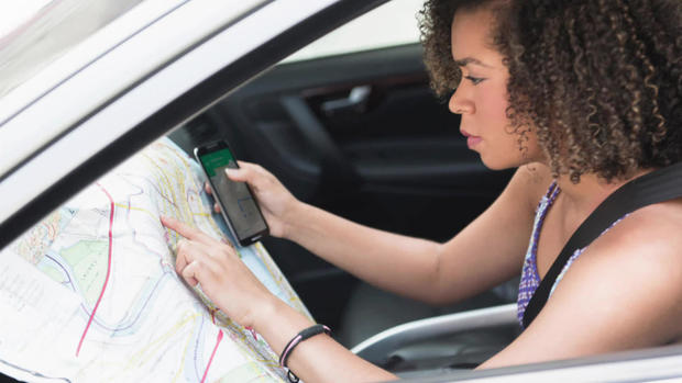 motorist-with-map-and-phone-alamy.jpg