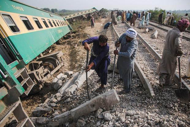 PAKISTAN-TRAIN-ACCIDENT