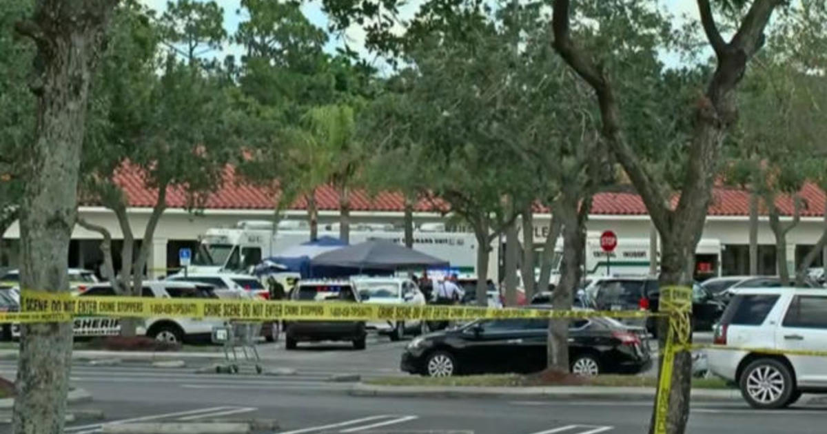 2 killed after gunman opens fire in Florida supermarket