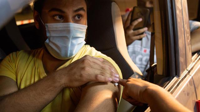 Pakistan Faces Tough Budget Choices as Pandemic Cloud Lifts