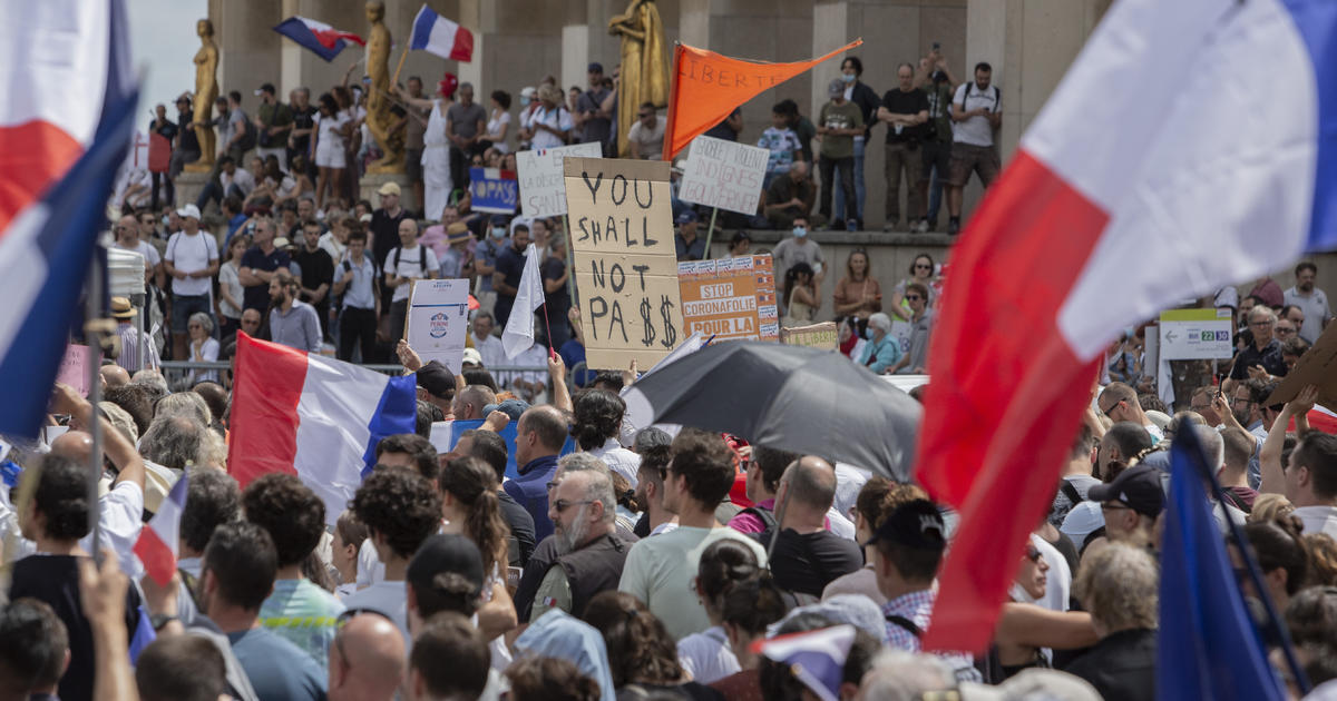 French protesters march towards vaccine mandates and passes